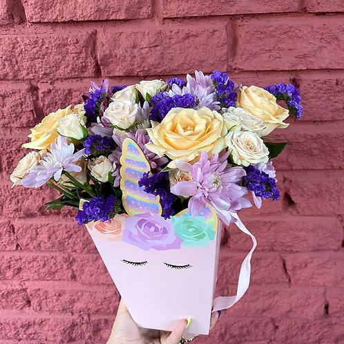 Коробочка-единорог с цветами