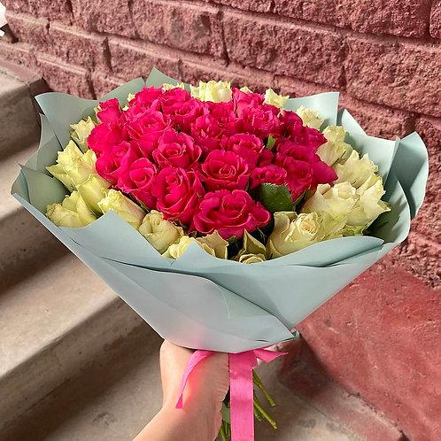51 кенийская роза с сердцем в оформлении