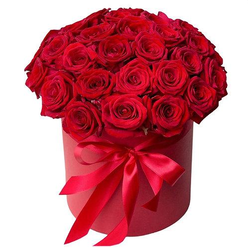 Букет в шляпной коробке из 25 красных роз