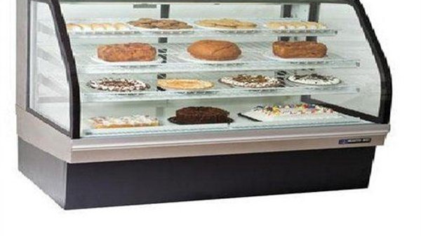 "Master-Bilt CGB-77 77"" Curved Glass Refrigerated Bakery Display Case - 32 cu. ft"