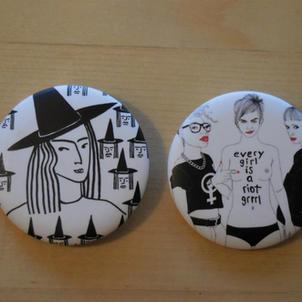 Badges Sorcières et Riot grrrl