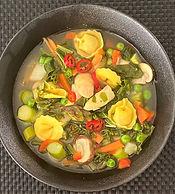Gemüse-Suppe mit Spinat-Ricotta-Tertelin