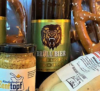 Oktoberfest mit regionelen Produkten - Brüllbier, Senftopf, Brezel, Weisswurst