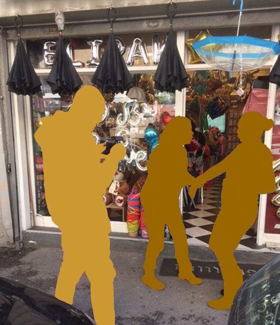 מול החנות