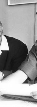 קצין חינוך ראשי עם יוסף דקל המוציא לאור של משרד הביטחון, 1965