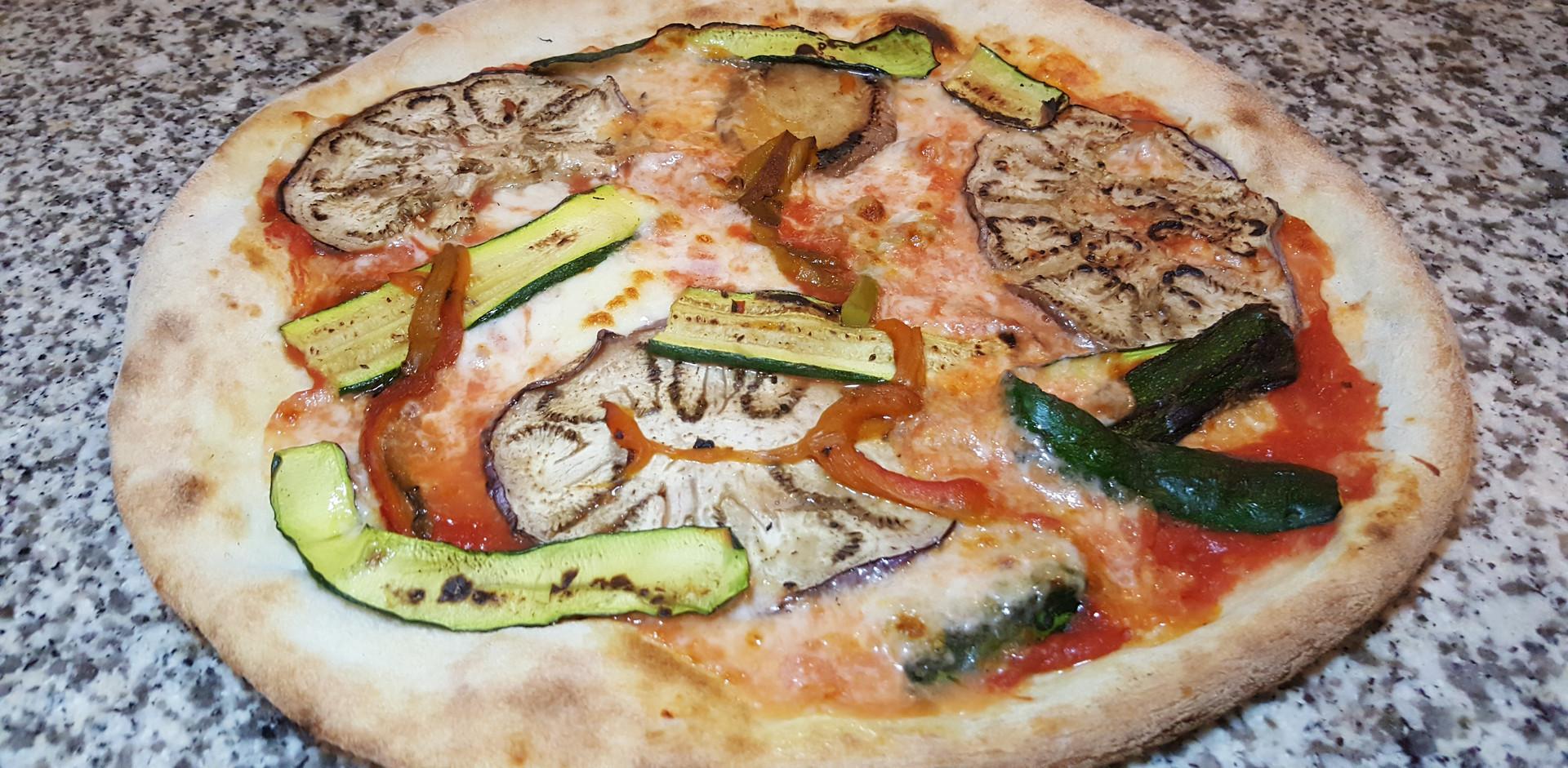 Pizze di tutti i gusti alla pizzeria paradise brescia