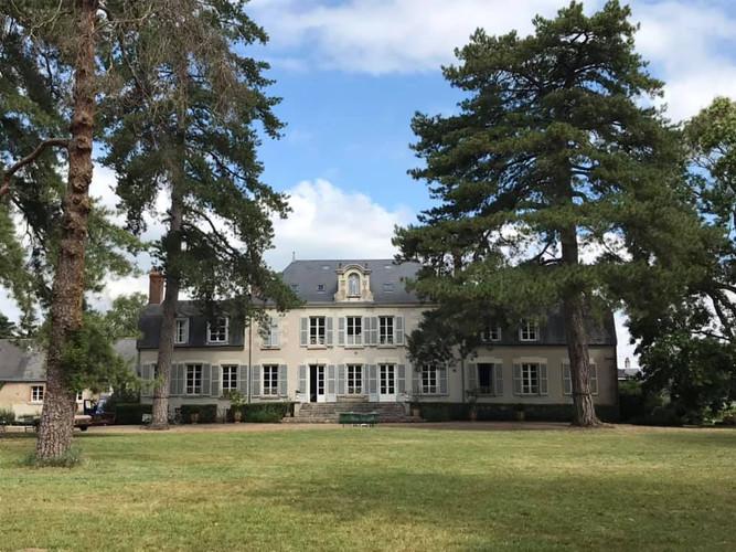 Découvrez le châteaux de la Loire avec Cockpit Vintage Cars & Tourism