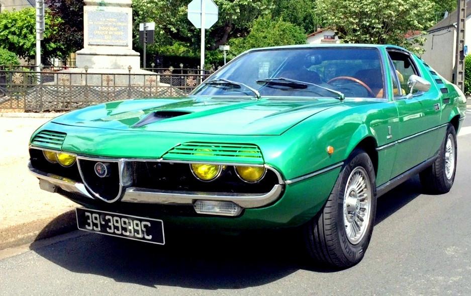Cockpit met à votre disposition cette Alfa Romeo Montreal en Vallée de Loire. Louez votre voiture le temps d'une journée ou d'un weekend, pour une sortie en famille ou entre amis, un mariage, etc.