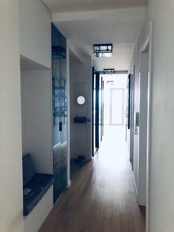 hodnik ormar s klupom custom made by Studio Interijer