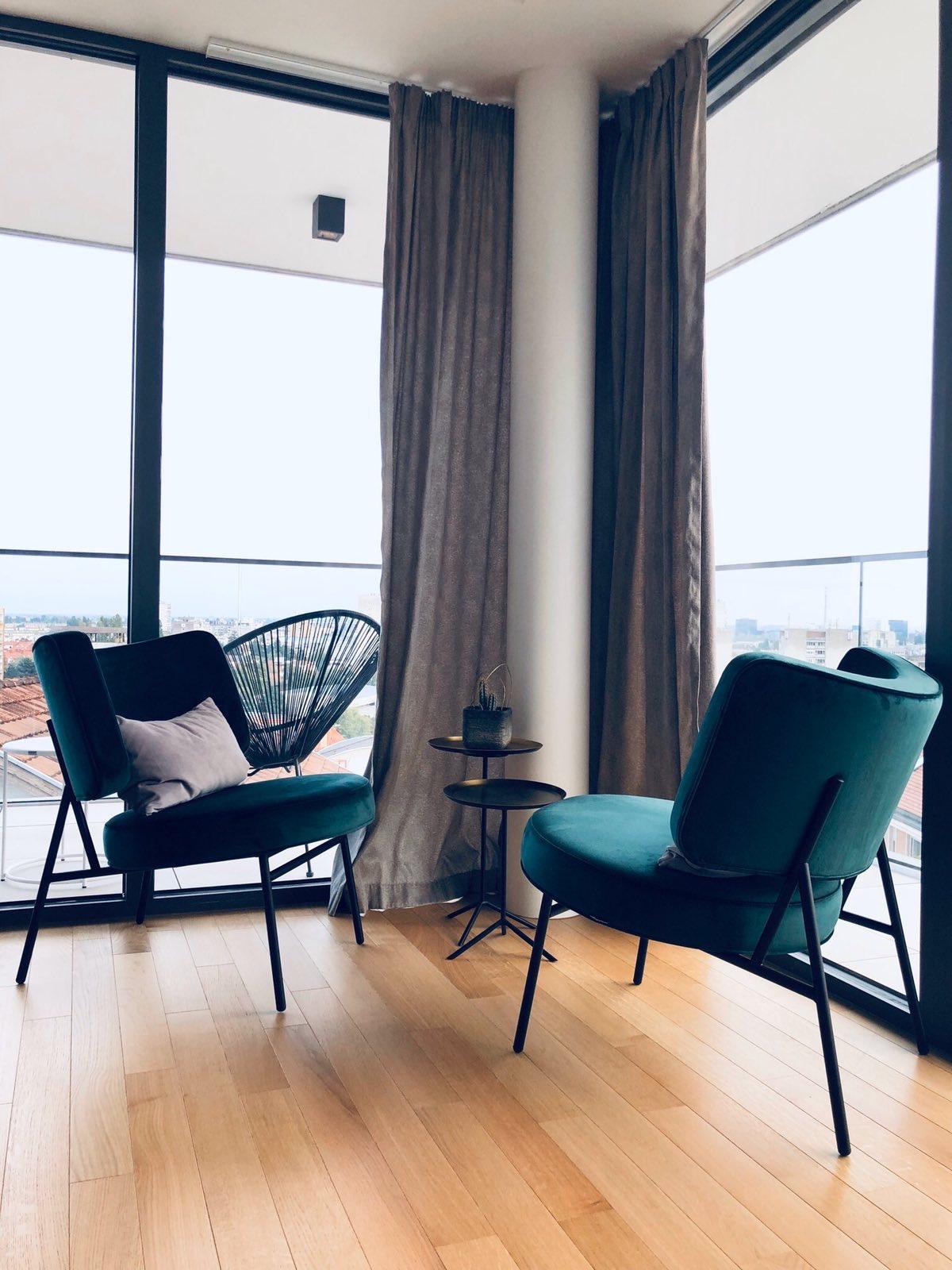 Calligaris fotelje i custom dekor zavjese by Studio Interijer