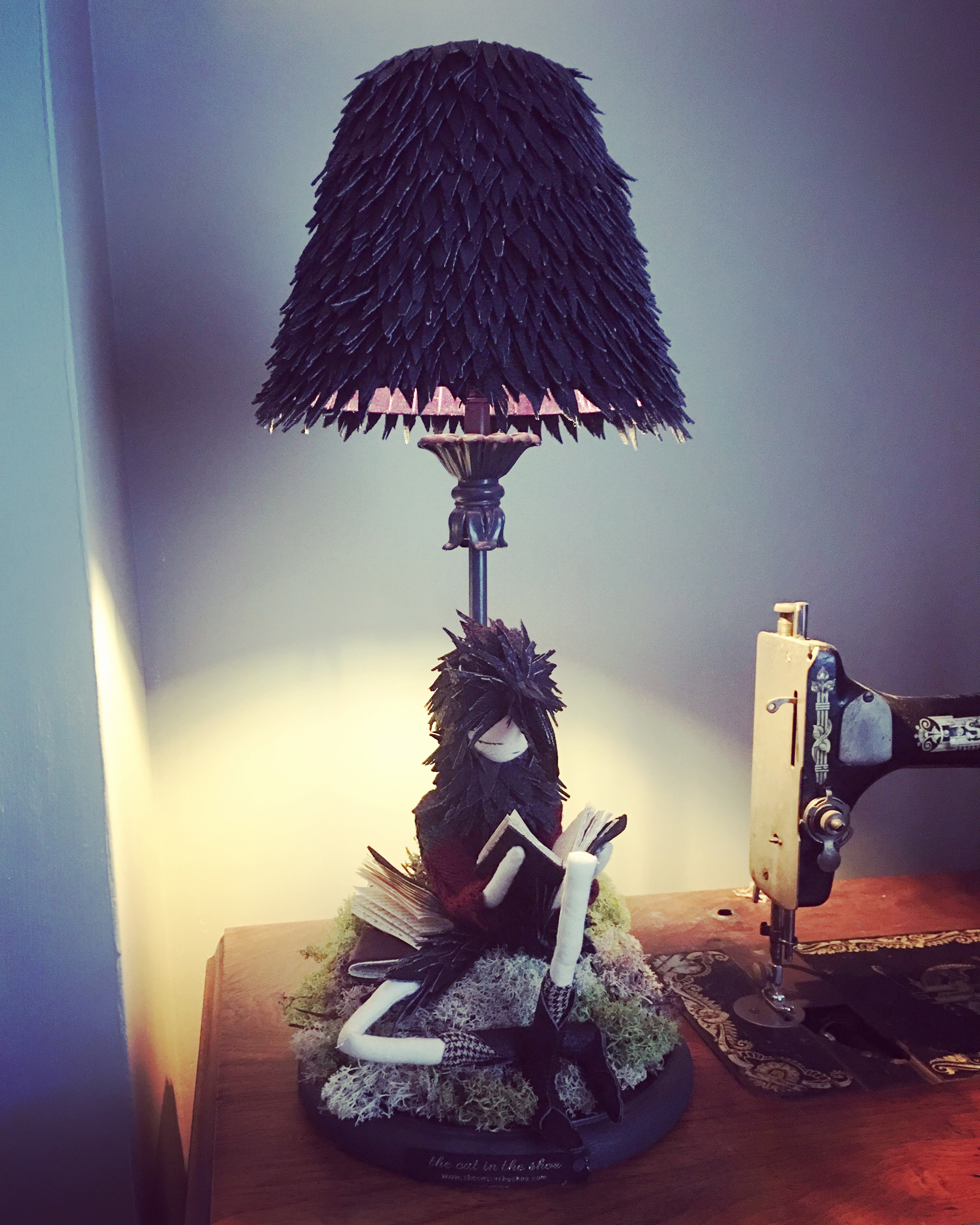 boy crow lamp