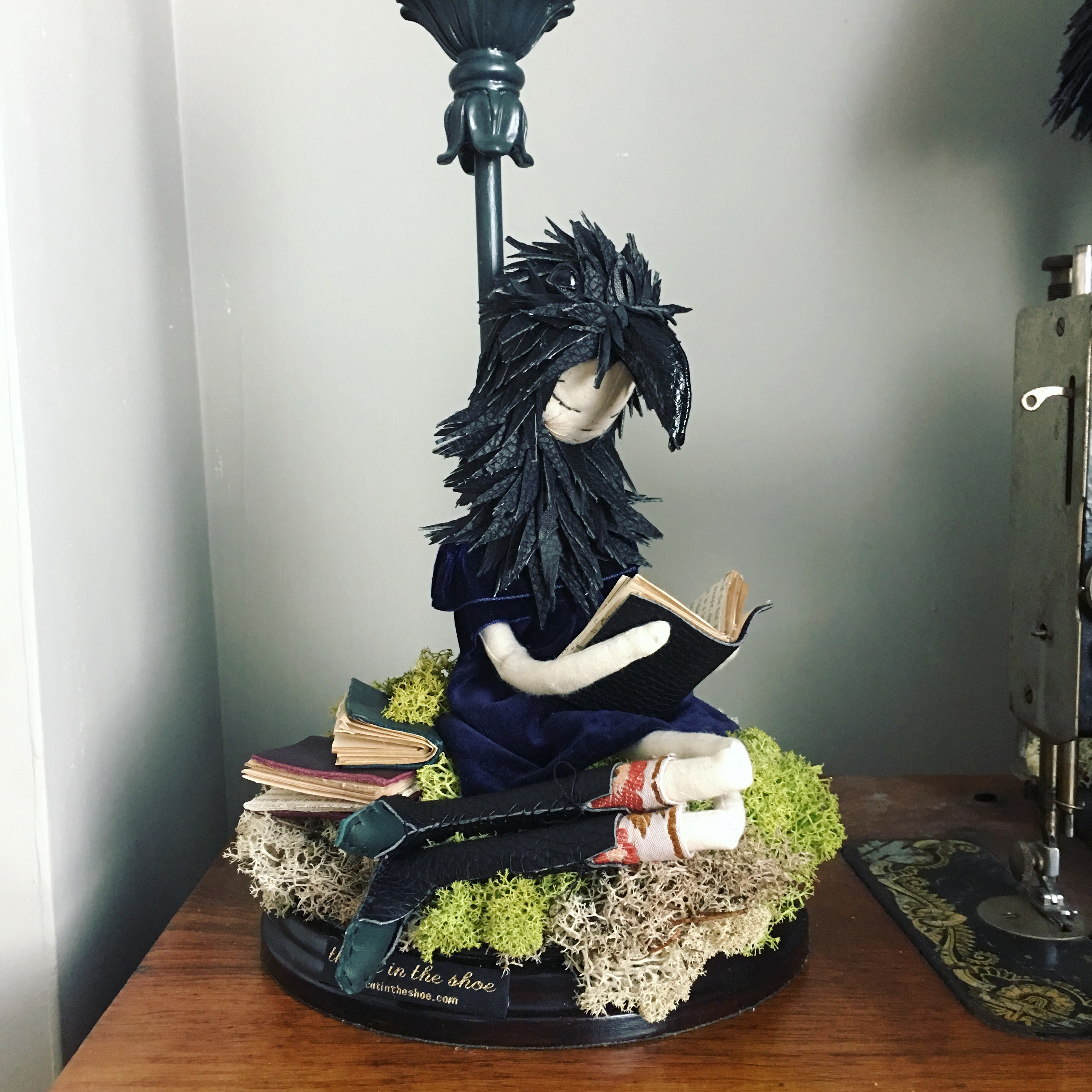 girl crow lamp 2018