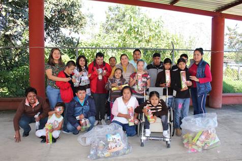 Realizan Festival de reyes para alegría de infantes de Atzacan