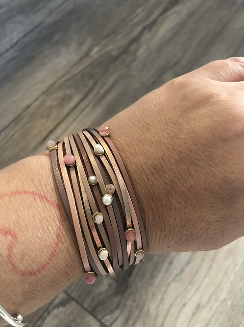 Multilayer cuff bracelet in nude