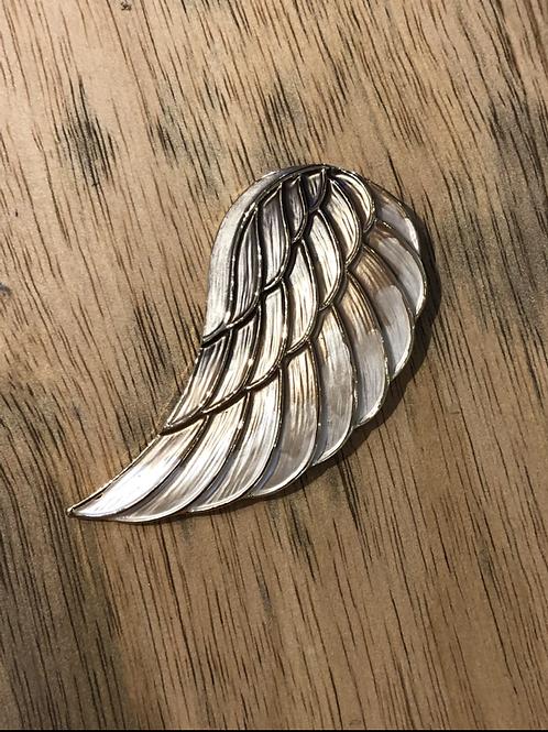 Angel wing magnet brooch