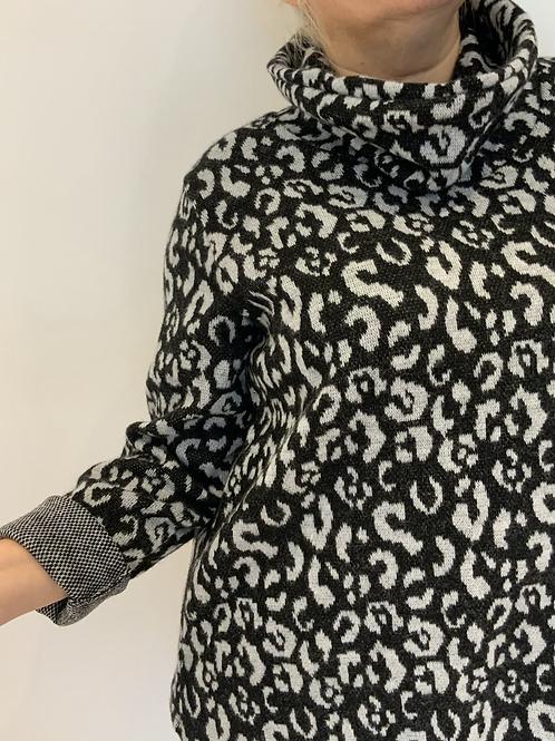 Leopard print soft sweater