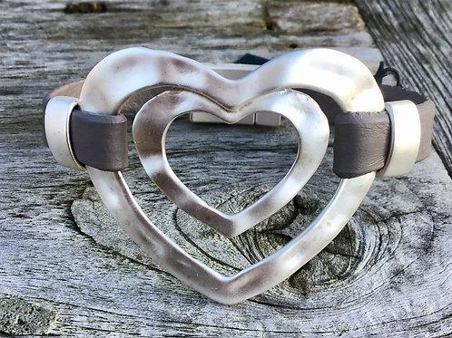 Large heart bracelet in black