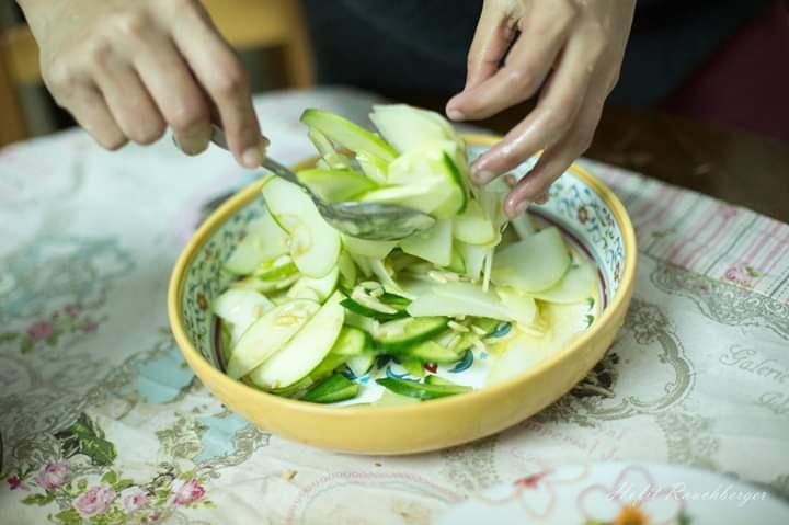 מלפפון, תפוח ירוק וסלרי.