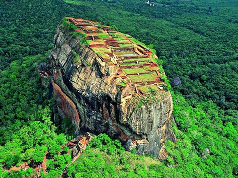 La forteresse de Sigiriya -                                           Le rocher du lion