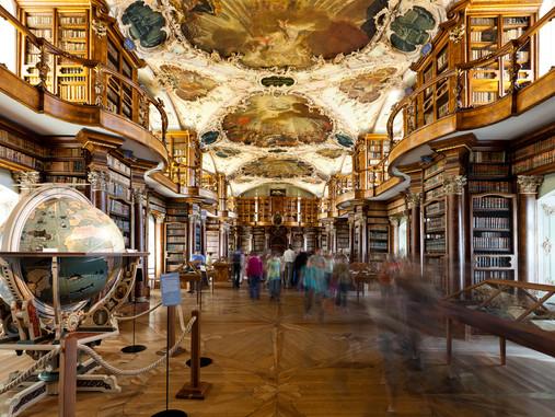 L'abbaye de Saint-Gall et sa célèbre bibliothèque