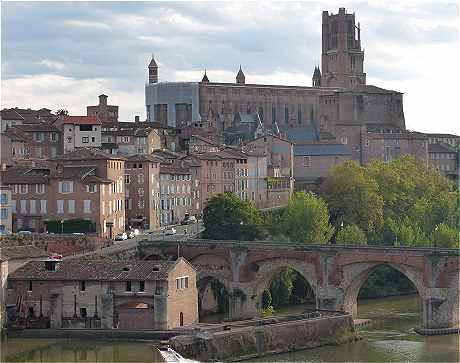 Construite entre 1282 et 1480, la cahédrale Sainte-Cécile d'Albi surprend, émerveille.