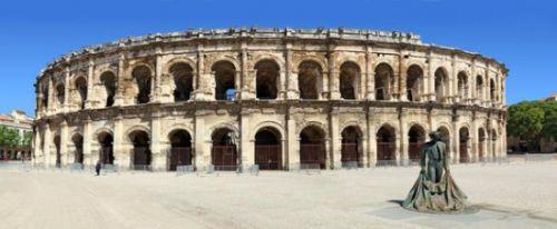 Les arènes de Nîmes sont un amphithéâtre romain construit à la fin du 1er siècle.