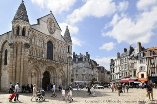 Dans l'Antiquité, Poitiers (Lemonum) est la capitale d'un territoire habité par le peuple des Pictons.
