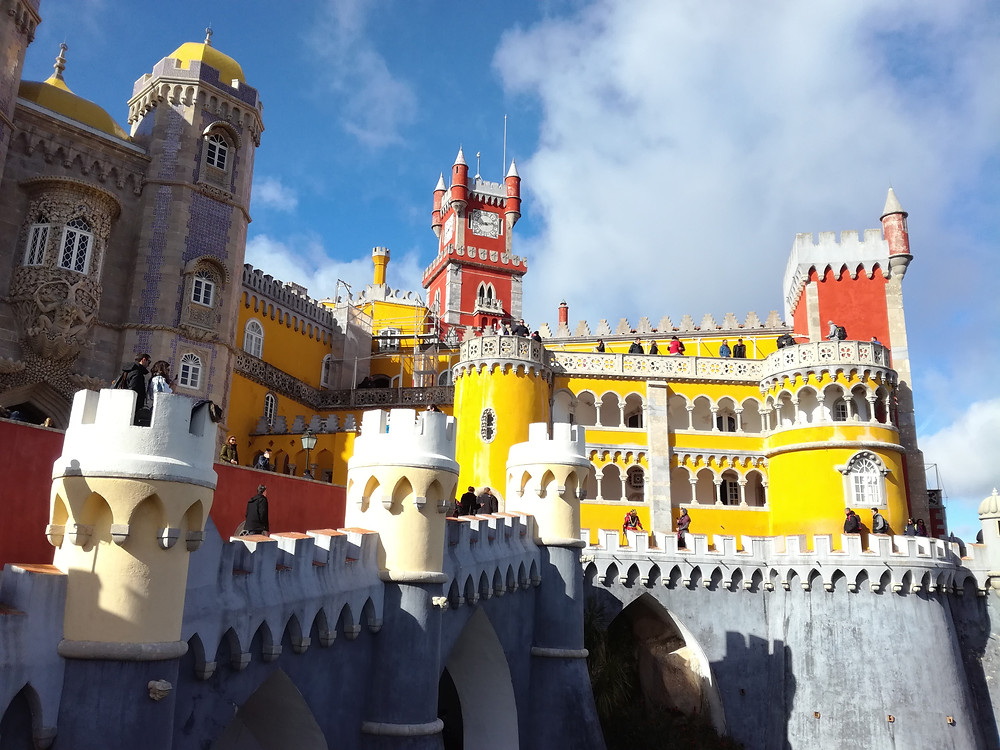 Coloré et éclectique, le Palais national de Pena est l'oeuvre du roi consort Ferdinand II du Portugal.