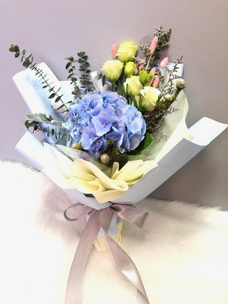 Why you should surprise someone with flowers