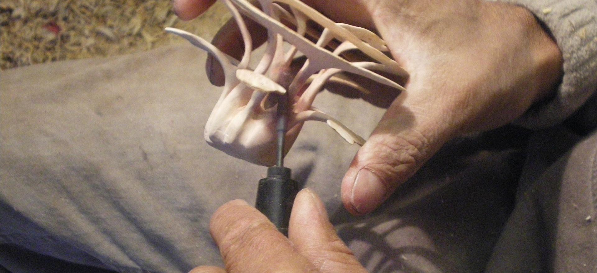 Alain Mailland, finition sur bois