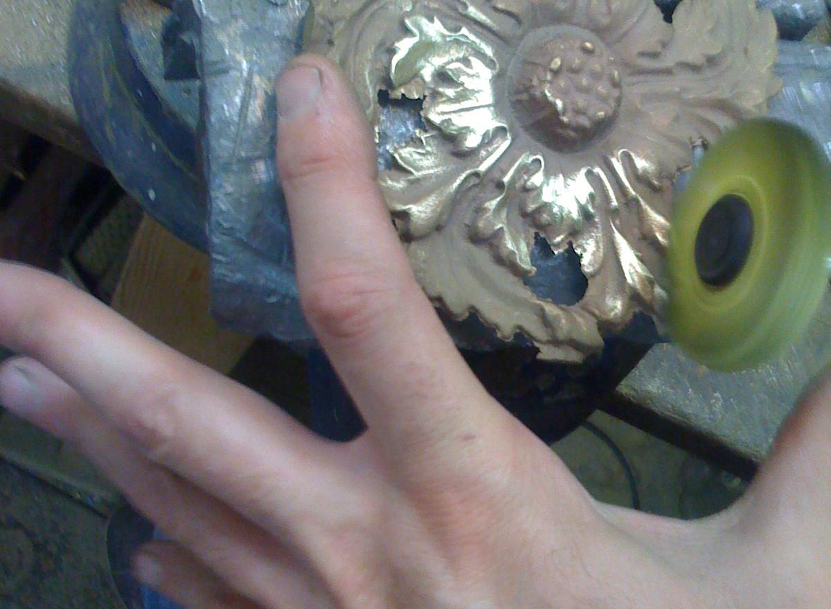 Nettoyage pièce fonderie bronze