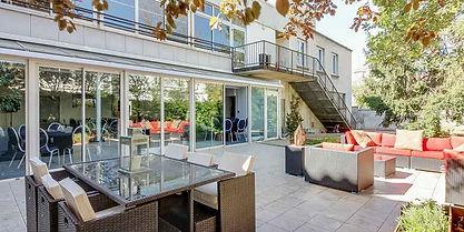 Terrasse arrière du Club Foch à Vincennes, près de Paris
