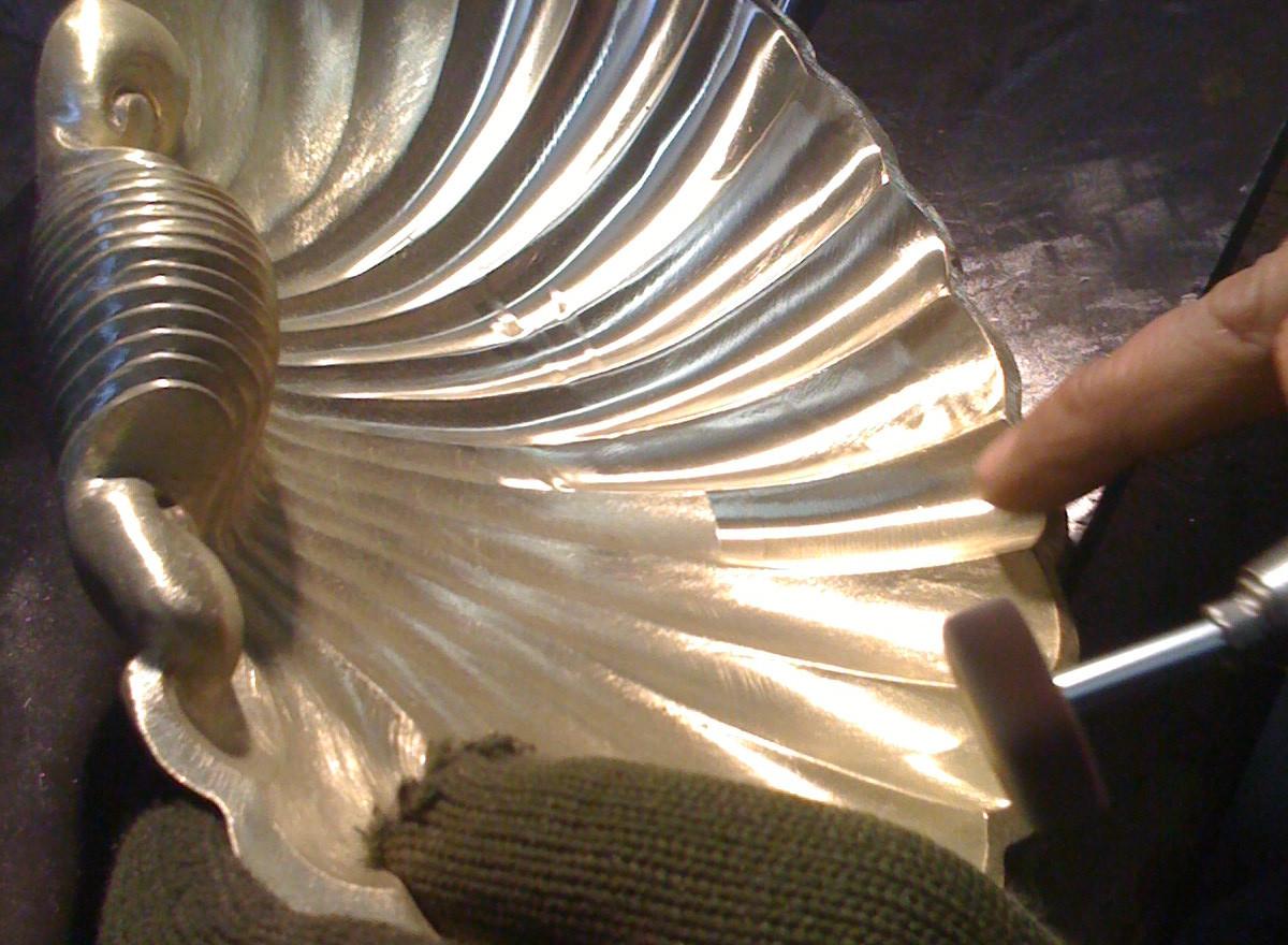 Polissage porte savon en bronze