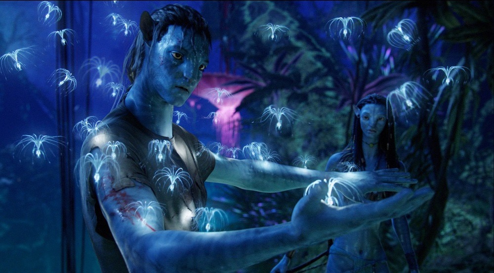 Jake and Neytiri frolic in the Avatar forest.