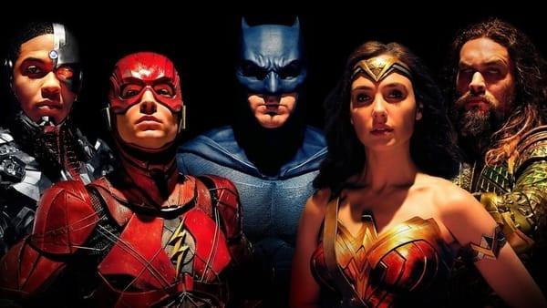 Cyborg, The Flash, Batman, Wonder Woman, and Aquaman posing as a group.