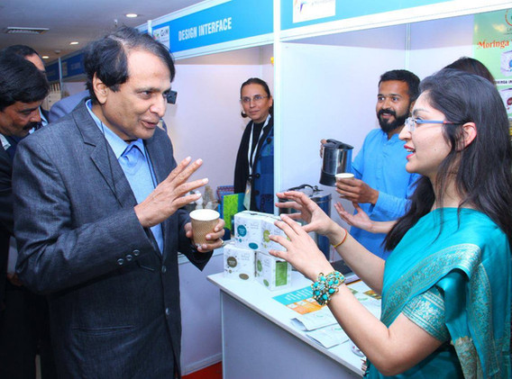 suresh prabhu with leaf era team 2.jpg