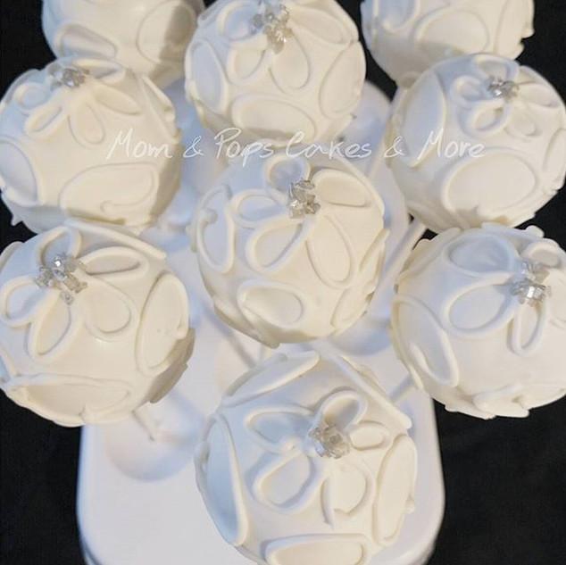 White Cakepops