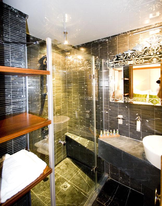 Double+cabin+bathroom.jpg