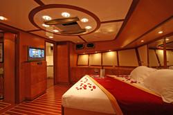 SERENITY 86 - Master Cabin.JPG