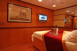 SERENITY 86 - VIP Cabin 01.JPG