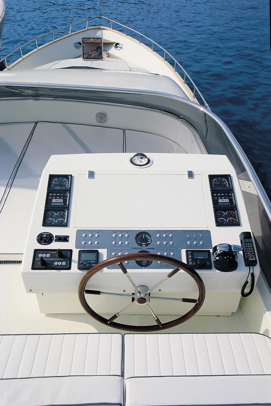 Motor yacht - AMER 86