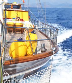 akana bow cruising view.jpg