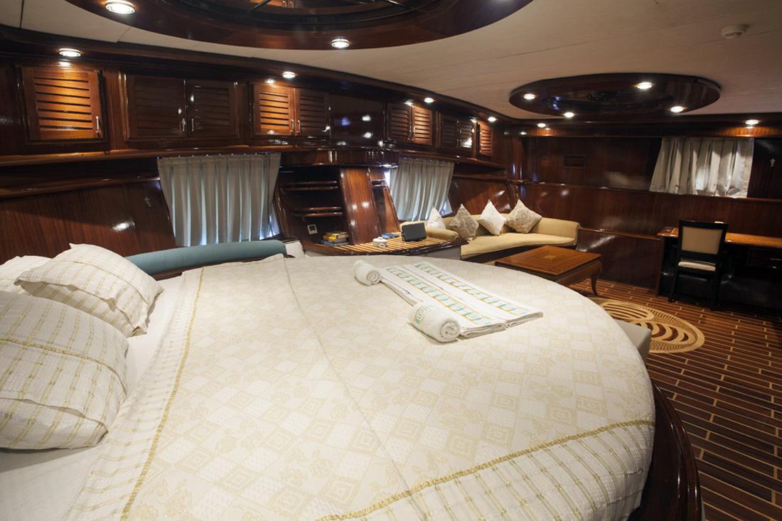 esma sultan master cabin view 2.jpg