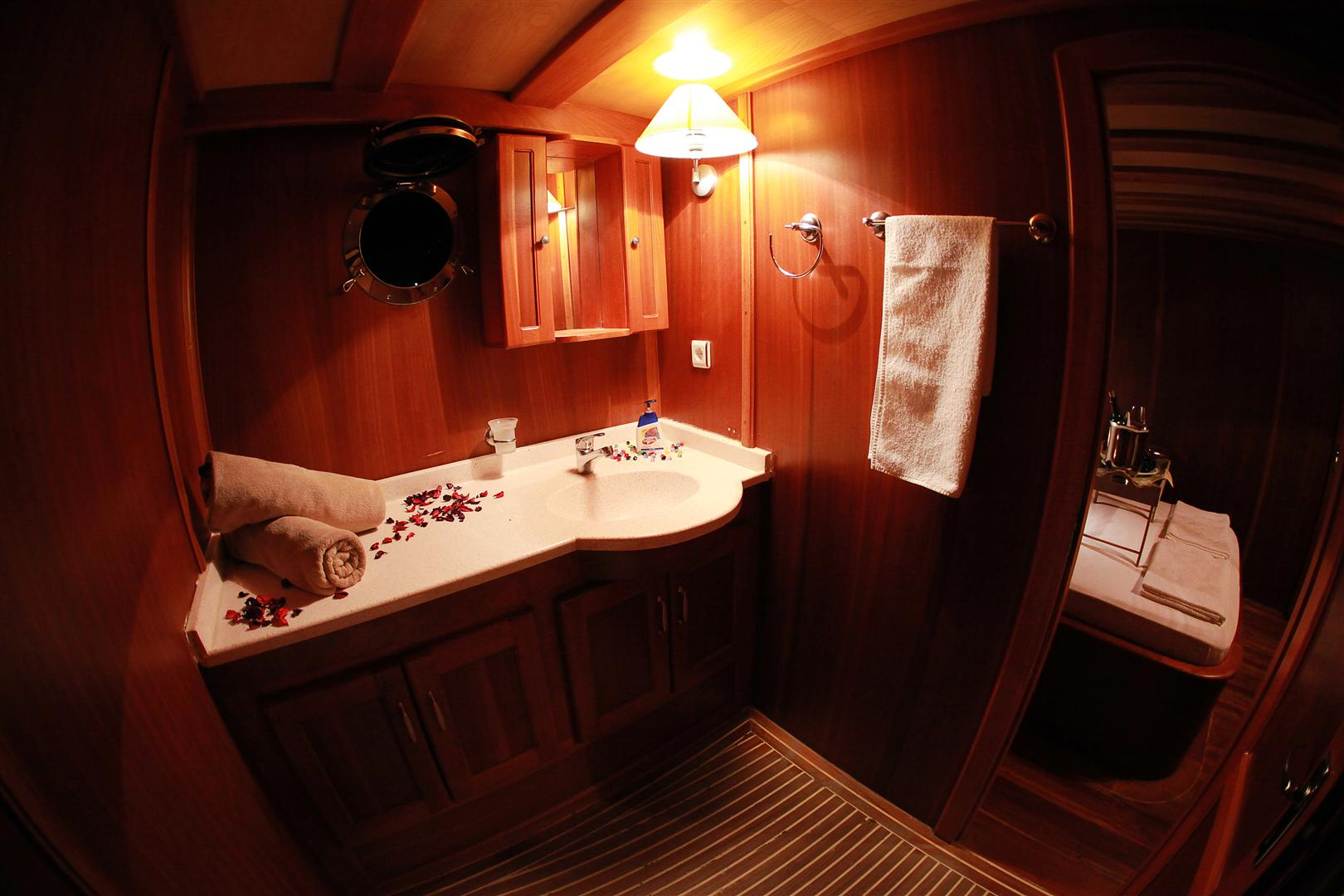 j.orcun double cabin bathroom view.JPG