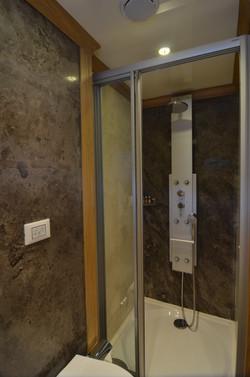 Twin Bath Room 3.JPG