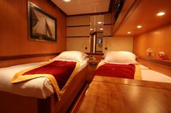 SERENITY 86 - Twin Cabin.JPG