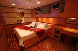 SERENITY 86 - VIP Cabin 02.JPG