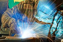 welder-working-with-electrode