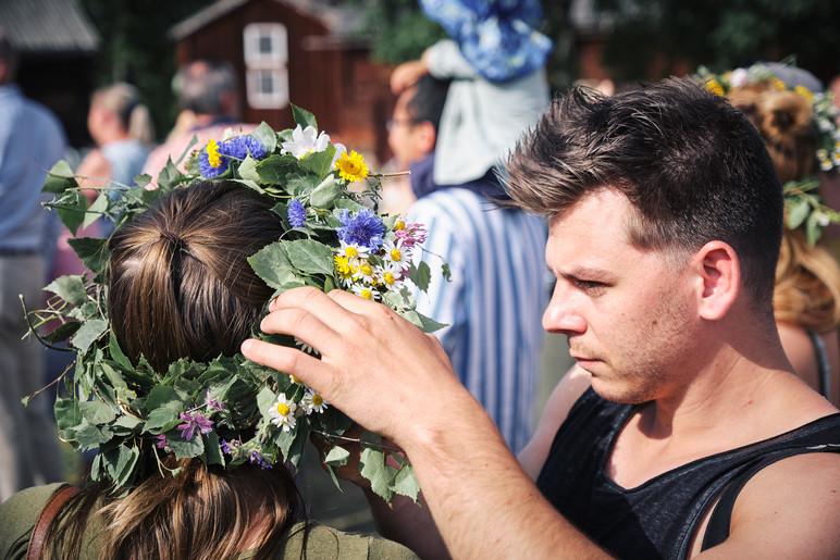 SWEDEN / Stockholm / 21.06.2019 / Last adjustments before the headdress fits properly at the midsummer celebrations at Skansen, Stockholm`s open air museum. © Gregor Kallina