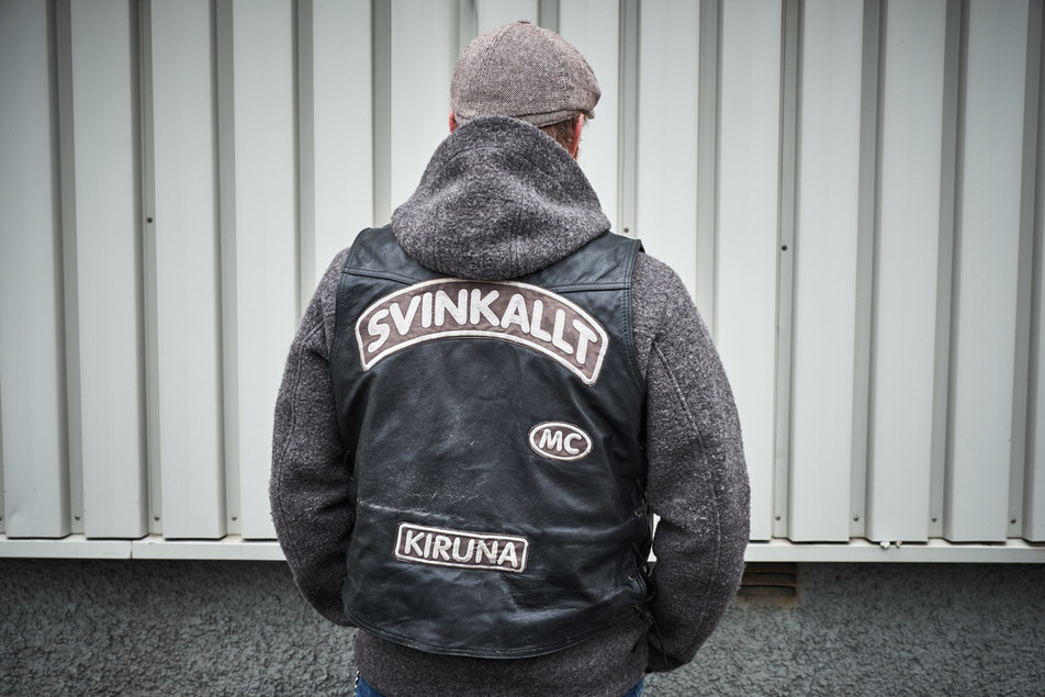 "SWEDEN / Norrbottens laen / Kiruna / 05.07.2017 / Anders Hallergren wearing a leather jacket of his motor club. ""Svinkallt"" means something like ""freezing cold"".  © Gregor Kallina / Anzenberger"